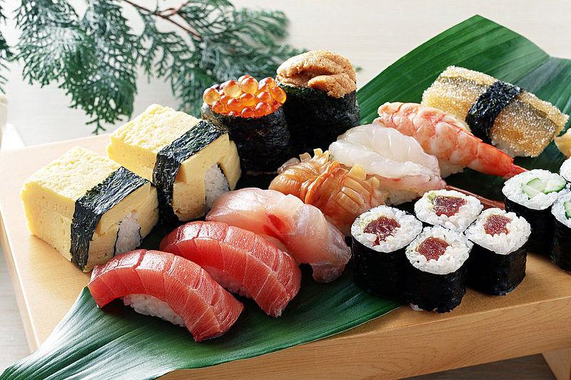 Чем отличаются суши от роллов?
