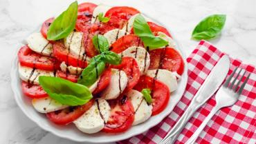 Приготовление итальянского салата Капрезе