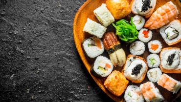 Як правильно їсти роли і суші?