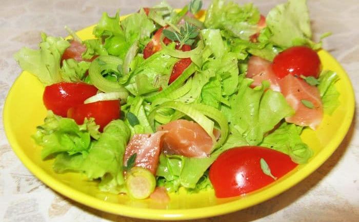 Два простых салата из семги